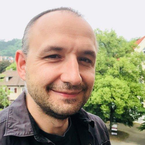 Dr. Axel Salheiser