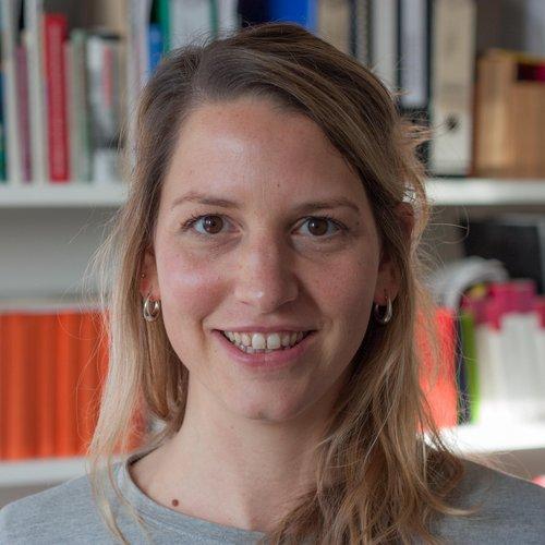 Dr. Julia Neuhof